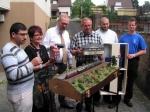 Großer Presserummel: Vertreter der Vereine, der Stadt und des Eisenbahnclubs vor dem Interkulturellen Modul (Foto: BFH)